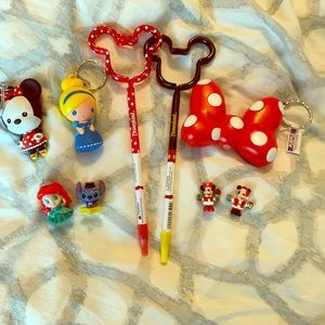 DISNEY PEN KEYCHAIN COLLECTOR LOT